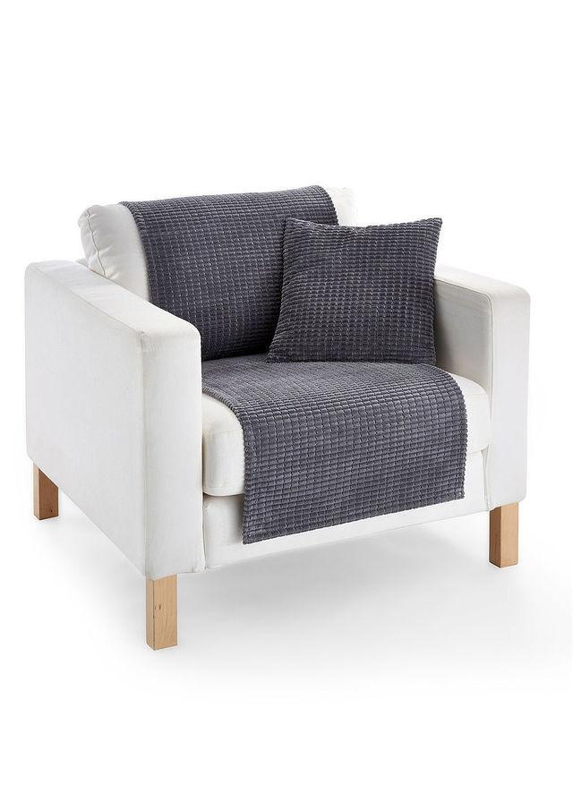 Tania i efektowna narzuta na fotel od Bonprix