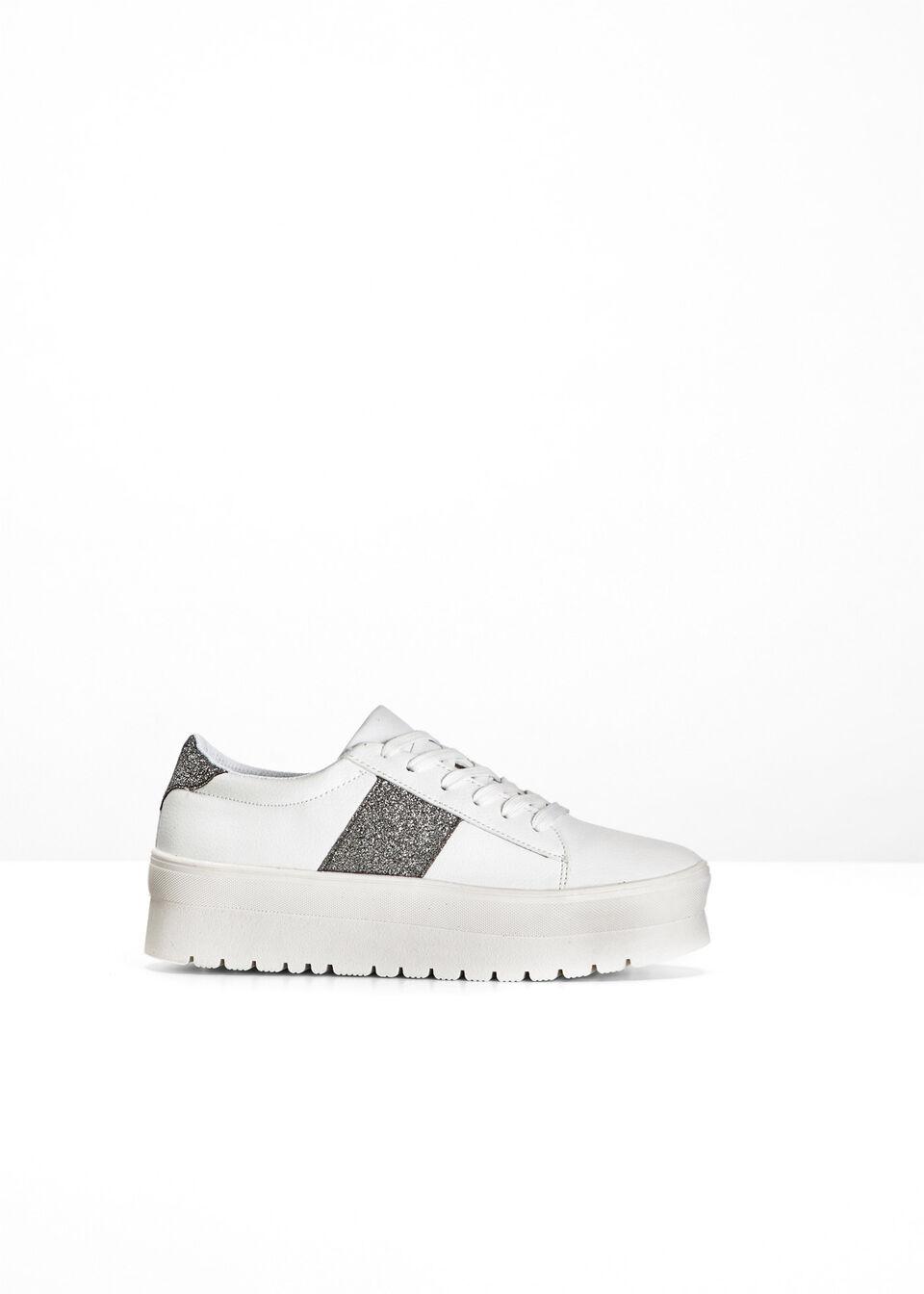 Sneakersy na podeszwie platformie bonprix biało-srebrny