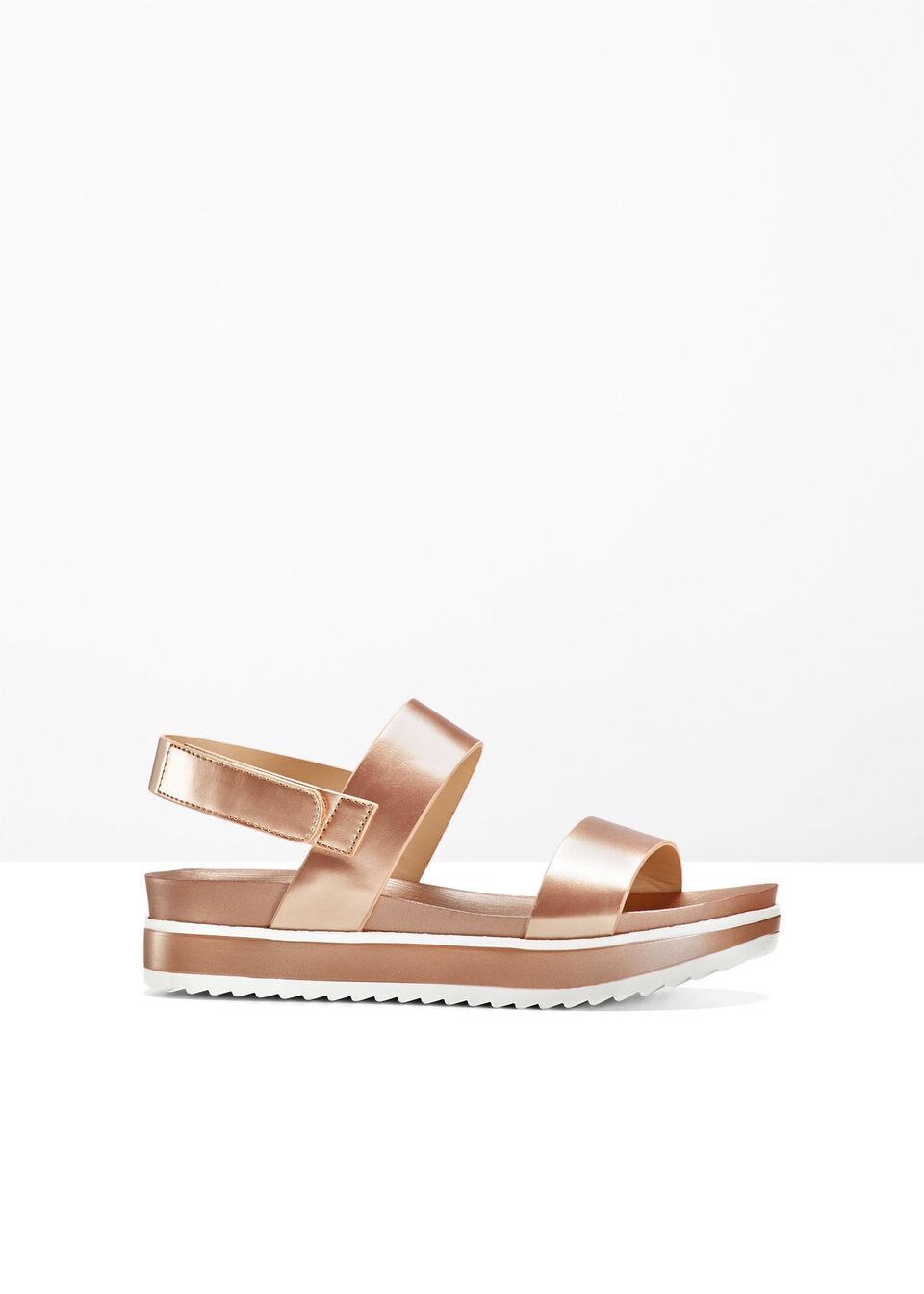 Sandały na podeszwie platformie bonprix różowy metaliczny